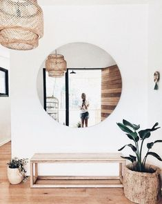 10 Daring Cool Ideas: Minimalist Home Design Glasses country minimalist decor woods.Minimalist Bedroom Tips Ideas modern minimalist bedroom blue.Minimalist Home Living Room Desks. Decoration Hall, Decoration Entree, Entryway Decor, Entryway Ideas, Entryway Mirror, Modern Entryway, Ikea Mirror, Hallway Entrance Ideas, Entrance Design