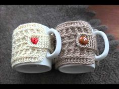Crochet Coffee Cozy, Crochet Cozy, Cute Crochet, Crochet Crafts, Crochet Dolls, Diy Gifts For Friends, Diy Crafts For Gifts, Crochet Gloves Pattern, Crochet Patterns