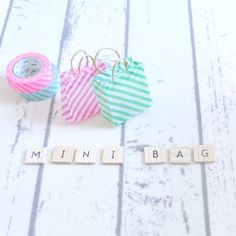 折り紙とマスキングテープで簡単に作れるミニ紙バッグの作り方をご紹介します。4ステップで簡単に作れるのでぜひ挑戦してみてくださいね。できあがりのかわいさに感動しますよ。 ◆ミニサイズの手提げ袋 【準備するもの】 ●折り紙 …