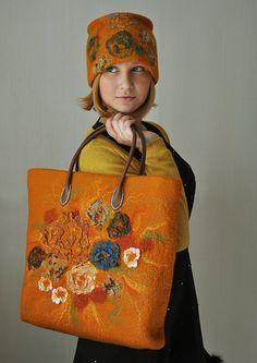 Simply a timeless day to day SET - handbag and hat. The original set, very impressive. Made of virgin merino wool, sari silk and tencel using Nuno Felt Felt Purse, Felt Hat, Wool Felt, Nuno Felting, Needle Felting, Craft Bags, Wool Applique, Handmade Bags, Beautiful Bags