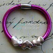 Neonpinkki sydämillä 25€ Leather Jewelry, Jewellery, Jewels, Jewelry Shop, Jewelry