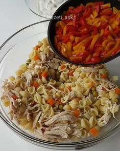 Pasta salad with chicken and vegetables - Cooking Turkish Recipes, Ethnic Recipes, Ramadan Recipes, Middle Eastern Recipes, Iftar, Chicken And Vegetables, Food Design, No Cook Meals, I Foods