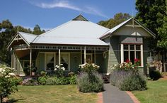 Fair dinkum federation series harkaway homes cottages, cabin Australian House Plans, Australian Homes, Australian Architecture, Primitive Homes, Style At Home, Weatherboard House, House Flippers, New Zealand Houses, Home Photo