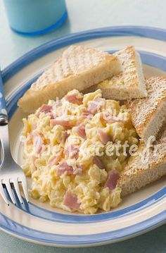 Scrambled eggs with ham, easy and quick recipe - Recipes Easy & Healthy Quick Recipes, Easy Healthy Recipes, Quick Easy Meals, Salty Foods, How To Cook Eggs, Scrambled Eggs, Soul Food, Brunch, Food And Drink