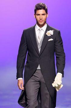 Algunos consejos para elegir el traje del novio adecuadamente. Complementos para el traje del novio.  www.comoorganizartuboda.com Morning Suits, Morning Dress, Mens Fashion Suits, Mens Suits, Mens Attire, Groom Style, Classic Man, Bridal Gowns, Business Attire