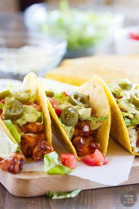 A little bit spicy and a little bit cool, these Bold Ranch Spicy Chicken Tacos have it all! Cool off from the spiciness of the chicken with the ranch taco shells. The creamy avocado sauce adds the perfect finish! Mexican Dishes, Mexican Food Recipes, Ethnic Recipes, Healthy Chicken Recipes, Cooking Recipes, Easy Recipes, Chicken Ranch Tacos, Chicken Club, Instant Pot
