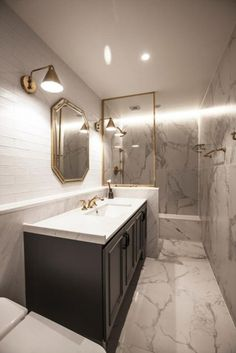 New Bathroom Shower Remodel Bathtubs Tile Ideas – Diy Bathroom Remodel İdeas Bathtub Remodel, Diy Bathroom Remodel, Shower Remodel, Diy Bathroom Decor, Bathroom Interior Design, Bathroom Renovations, Modern Bathroom, Interior Design Living Room, White Bathrooms