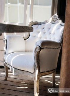 Lovely French Provincial style chair...(provincial--is that what that's