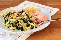 Het meest populaire stukje vis hier gepresenteerd met romige tagliatelle en spinazie. Penne, Pasta Salad, Potato Salad, Potatoes, Chicken, Ethnic Recipes, Gnocchi, Foods, Recipes