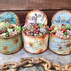 Flower Planters, Flower Pots, Rabbit Shop, Primitive Christmas Decorating, Flower Pot Art, Mod Podge Crafts, Diy Cans, Tin Can Crafts, Tin Art