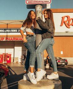 - lulu Source by - Cute Friend Pictures, Friend Photos, Cute Photos, Insta Tumblr, Best Friend Photography, Mackenzie Ziegler, Cute Friends, Best Friend Goals, Friends Forever