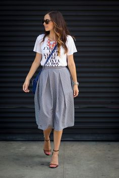 Love the conversation tee & midi look. Casual & chic and so effortless!