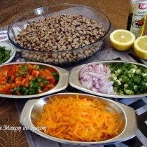 Φασόλια πιάζ   TrikalaView Salsa, Food And Drink, Mexican, Chicken, Meat, Ethnic Recipes, Salsa Music, Mexicans, Cubs