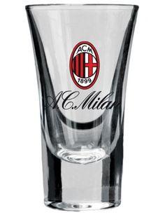 Komplet kieliszków z logo AC Milan – jednego z najbardziej utytułowanych klubów w Europie. Oglądaj mecze mediolańczyków wraz z przyjaciółmi, popijając z kieliszków w barwach włoskiej drużyny.