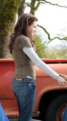 Divided plaid shirt size s 36 bella swan twilight Bella Swan Aesthetic, Black Swan Movie, Twilight Outfits, Green Plaid Shirt, Gilmore Girls, Rory Gilmore, Beautiful Blouses, Aesthetic Clothes, Fashion Outfits