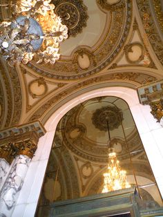 Boston Opera House, ceiling and chandelier