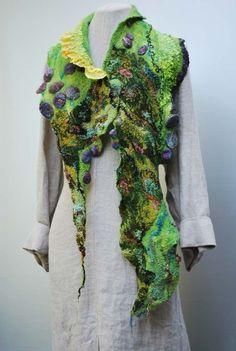 Traumhafter handgefilzter Schal  von SASSAFRASDESIGN  Extravagante, handgefertigte Modeaccessoires aus Wolle, Seide und  Leinen, Schals, Taschen und Textilschmuck  auf DaWanda.com