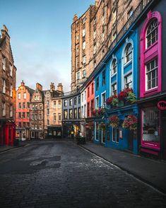 Edinburgh ❤ BEST United Kingdom 📷 by ▪ to be featured! Use to join in! Edinburgh Castle, Edinburgh Scotland, Scotland Uk, Edinburgh Travel, Ireland Vacation, Ireland Travel, Galway Ireland, Cork Ireland, Vacation Travel