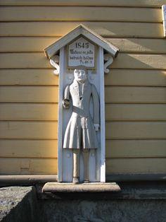 Isojoen kirkon vahdista ja avustusvarojen kerääjästä käytetään nimitystä vaivaispoika. Vaivaispojan on veistänyt isojokelainen Ananias Andersson. Ilmeisesti vuosi on ollut 1845, koska pojan yläpuolella on sellainen vuosiluku.