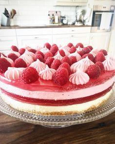 Frisk glutenfri ostekake med bringebærgele – Cake before cardio Frisk, Raspberry, Diy And Crafts, Muffins, Cheesecake, Food And Drink, Gluten Free, Baking, Desserts
