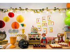 Que tal fazer uma festa super original para seu filho ou filha?    Que Monstro te Mordeu é uma serie infantil brasileira que tem agradado muito por seu conteúdo educativo e divertido!    Essa festa linda super original foi feita com muito carinho, e cada personagem modelado em biscuit com riqueza...