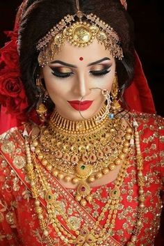 30 bridal gold necklace designs to check out before buying your wedding jewellery! - Bridal Makeup , 30 bridal gold necklace designs to check out before buying your wedding jewellery! 30 bridal gold necklace designs to check out before buying your wed. Bridal Makeup Images, Bridal Eye Makeup, Bridal Makeup Looks, Bride Makeup, Indian Bridal Photos, Indian Bridal Outfits, Asian Bridal, Indian Bridal Jewelry, Indian Wedding Bride
