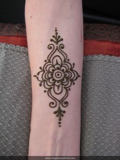 Simple wrist by Meghan's Mehndi, via Flickr