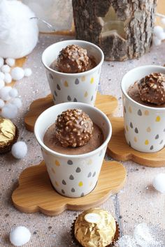 Ferrero Rocher creams or other Christmas or Easter chocolates! The ingredients Ferrero Rocher creams or other Christmas or Easter chocolates! Ferrero Rocher, Xmas Food, Christmas Desserts, Christmas Recipes, Christmas Holiday, Easter Chocolate, Chocolate Desserts, Delicious Desserts, Dessert Recipes