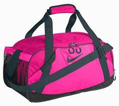 NIKE VARSITY GIRL II MEDIUM DUFFLE GYM BAG PINK Vollyball Outfits, Track Bag, Nike Duffle Bag, Duffel Bags, Gym Gear, Workout Gear, Workout Accessories, Fitness Accessories, Nike Store