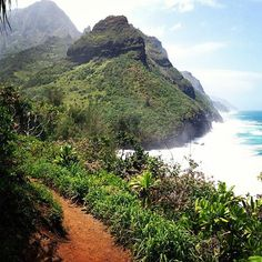 Kalalau Trail, Kauai, Hawaii. Photo by Ordnujen/Twenty20