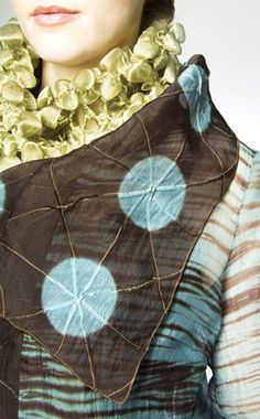Another fabulous shibori accesory by Amy Nguyen. The metallic organza shibori neck adornment is just incredible with its scalloped shaped patterns. It's shown with a silk organza shibori sheer coat with metallic filament stitching. All the work is done by hand.