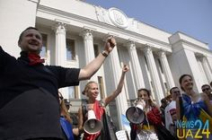 Первый бунт после Майдана: средний класс вместо алкосотни  http://news24ua.com/pervyy-bunt-posle-maydana-sredniy-klass-vmesto-alkosotni-fotoreportazh