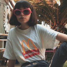 Kurt Cobain Retro Sunglasses - Dizaster In A Halo Grunge Outfits, Grunge Fashion, Street Fashion, Fashion Outfits, Fashion Teens, Girl Fashion, Grunge Style, Grunge Girl, 90s Grunge