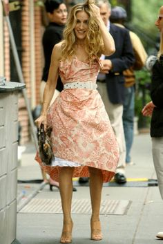 Carrie Bradshaw, her hair is the hair I dream about. I want it. which sounds super creepy, and I assure you, it is.