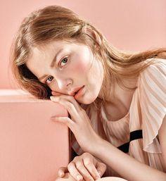 소녀에서 여인으로, 붉고 짙게 물들어가는 뷰티 신. #August #issue #magazine #화보 #소녀 #여인