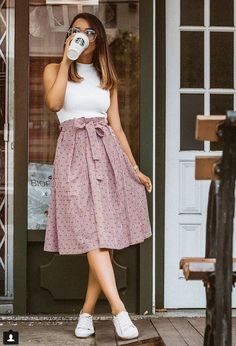 Women have more choices than ever to strut their stuff in casual dress. Dressing casual is as simple as it appears, and with a few tips girls can learn how to use casual dress. Modest Fashion, Fashion Dresses, Modest Clothing, Fashion Fashion, Trendy Fashion, Fashion Vintage, Romantic Style Fashion, Summer Work Fashion, Women's Clothing