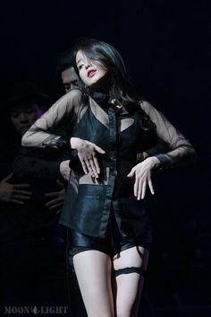 Korean Fashion Kpop, Iu Fashion, Stage Outfits, Kpop Outfits, Korean Model, Korean Singer, Kpop Girl Groups, Kpop Girls, Wattpad