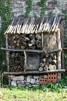 Homemade Insect Spray - No-one wants insects in their home but, there are many people who do not want to spray chemical insect sprays either. Bug Hotel, Garden Crafts, Garden Art, Garden Tools, Permaculture, Garden Styles, Dream Garden, Garden Planning, Garden Inspiration
