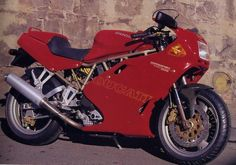 The 1998 MY Ducati 900SS boasts a maximum power output of 84 horsepower and 84 Nm of torque from its four-stroke, air-cooled, 904cc, ...