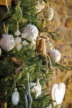 Ideas para el árbol navideño Christmas Mood, Christmas Bulbs, Christmas Ideas, Navidad Natural, Ideas Para, Diy And Crafts, Holiday Decor, Artificial, Home Decor