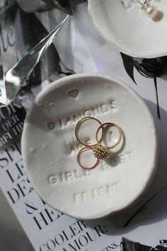 DIY: Schmuckschälchen aus Fimo - Einfach und schnell. Tolle Geschenkidee für Weihnachten! Do It Yourself Ring, Jewelry Dish, Jewellery, Diy Inspiration, Washer Necklace, Tray, Rings, Blog, German
