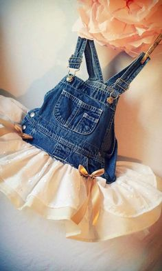 Overall tutu. This is probably the only tutu my future kids daddy will let her wear. Baby Outfits, Kids Outfits, Overall Tutu, Diy Vetement, Kind Mode, Refashion, Diy Clothes, Cute Kids, My Girl