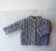Gilet bébé 3 mois tricoté main en acrylique gris Cardigan Bebe, Knitted Baby Cardigan, Gilet Rose, 3 Month Old Baby, Pull Bebe, Birth Gift, 3 Month Olds, Handmade Baby, Pulls