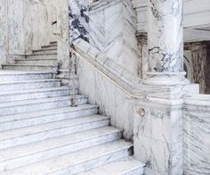 Image about love in fantasy aes✨ by ♡ 𝒦𝒽𝒶𝓁𝑒𝑒𝓈𝒾 ♡ Inka Williams, Red Queen, White Queen, Victoria And Albert Museum, White Aesthetic, Narnia, Beautiful Places, Stairs, Exterior