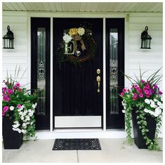 farmhouse front door entrance design ideas tips on selecting your front doors 31 Front Porch Planters, Front Door Porch, Front Porch Design, Front Door Entrance, Front Door Decor, Front Doors, Front Entry, Entry Doors, Front Porch Flowers