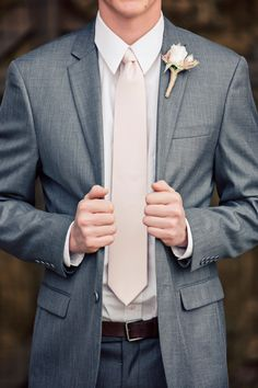 Groom/rustic/wedding/boutineer/neutrals/country/grey suit/brown shoes/photography