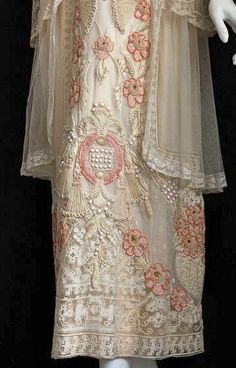 1914 tea dress detail, so pretty : ) Edwardian Clothing, Edwardian Dress, Antique Clothing, Edwardian Fashion, Historical Clothing, Vintage Fashion, Edwardian Era, Vintage Outfits, Vintage Gowns