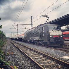 Venlo - Ingolstadt #grevenbroich #bahn #br189 #Bahnbilder #Bahnfotografie #best_of_trainspotting #eisenbahn #Eisenbahnbilder #Eisenbahnfieber #eisenbahnfotografie #ig_photo #igersbahn #InstaRail #InstaTrain #ig_germany #ichbinlokführer #ig_trainspotting #treinmachinist #traingroup #treinfotos #train_nerds #trains_worldwide #trainphotographics by dennis_vw