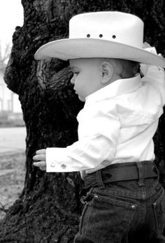 I Love this picture! It should be going in Photos I like but its of a cute little cowboy! Cute Country Boys, Country Babies, Country Style, Cute Kids, Cute Babies, Cowboy Girl, Cowboy Baby, Camo Baby, Cowboy Cowboy