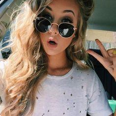 Car Selfies, Girls Selfies, Protective Hairstyles, Aspen Mansfield, Girls Tumbler, Cute Selfie Ideas, Stylish Sunglasses, Selfie Poses, Foto Pose